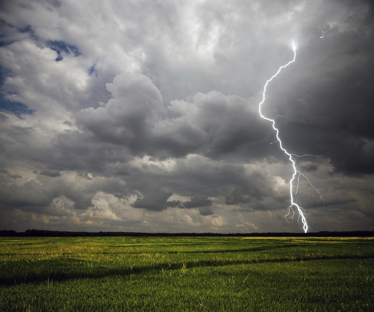 Zasady bezpieczeństwa podczas burz